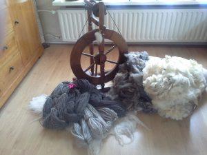 Spinnewiel met wol.